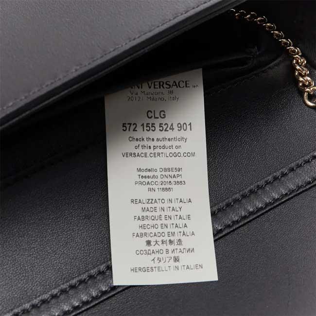 Tem phía trong túi Versace chính hãng đều có thông tin mã CLG