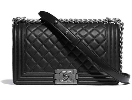 Túi xách Chanel Boy da bê màu đen