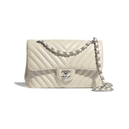 Túi Chanel cổ điển màu be là trend của năm 2021-2022
