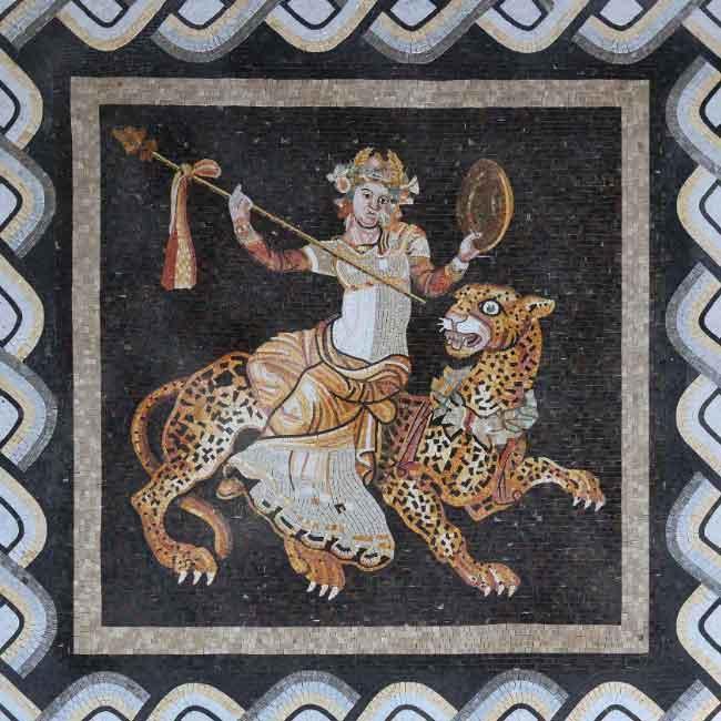 Phù điêu Thần Dionysus cưỡi hổ